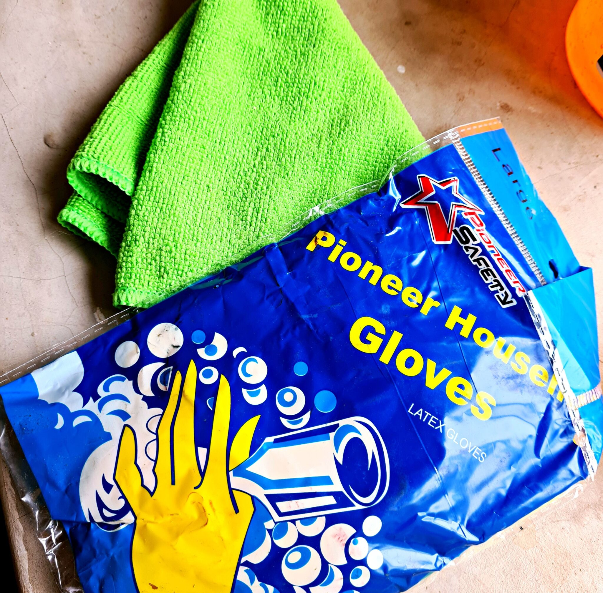 HALL'S RETAIL CLEANING TOOLS